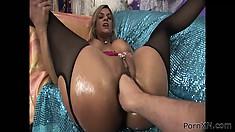 Crummy bitch Klarisa feels big fist up her amazingly wet pussy