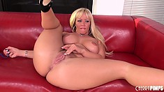 Austin Taylor spreads her thick legs apart and plays with her lips
