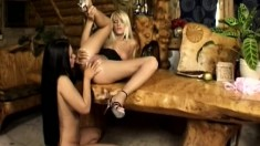 Two inexperienced college girls experiment with some lesbian fun
