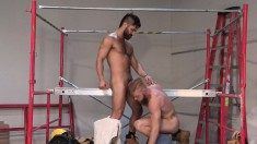 Inked ginger dude enjoys getting his cock sucked after giving head