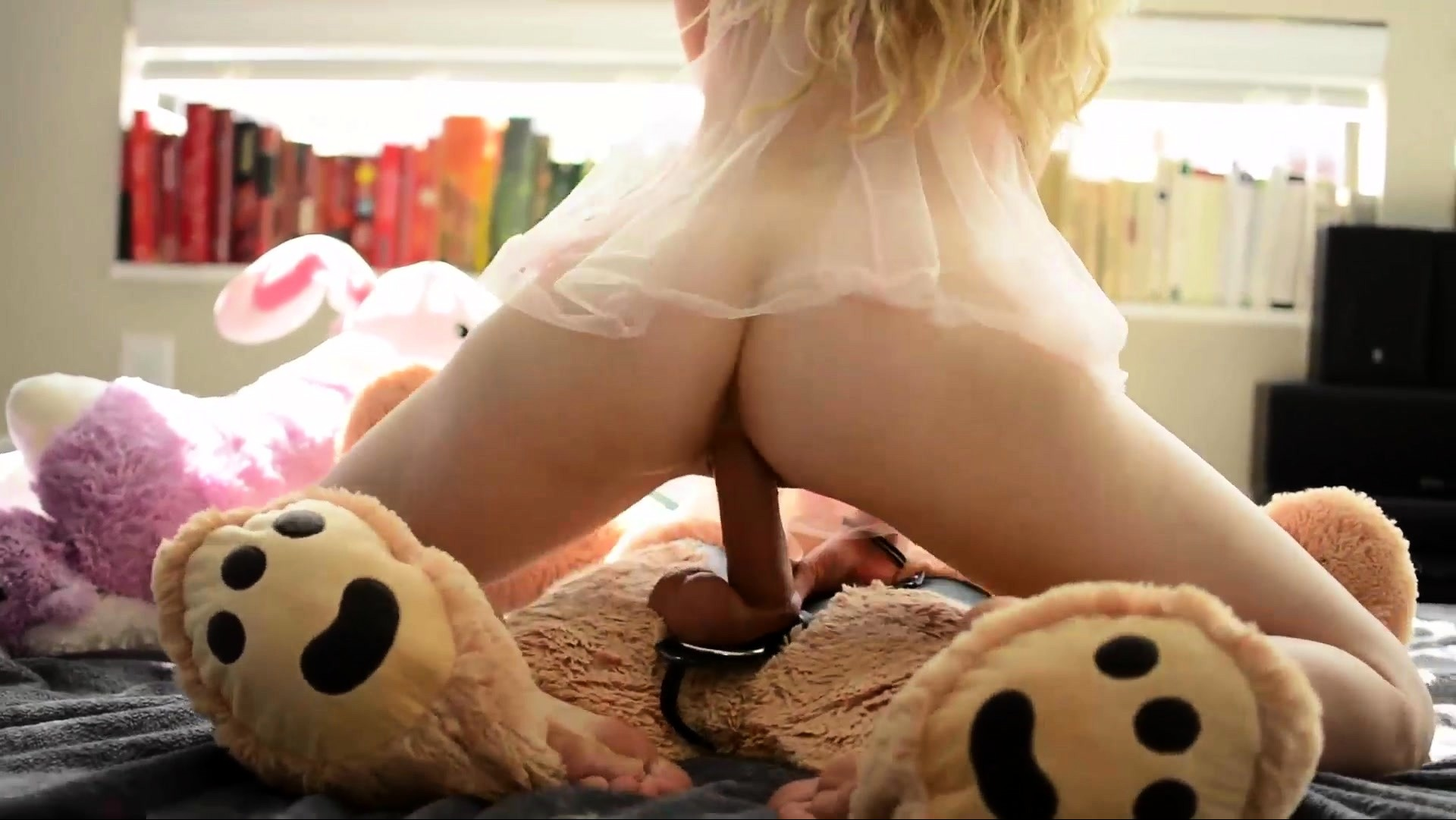Alluring Blonde Babe Toys And Masturbates Her Pussy
