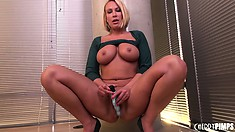 Mellanie Monroe shows off her huge boobs and big round ass before pleasing her cunt