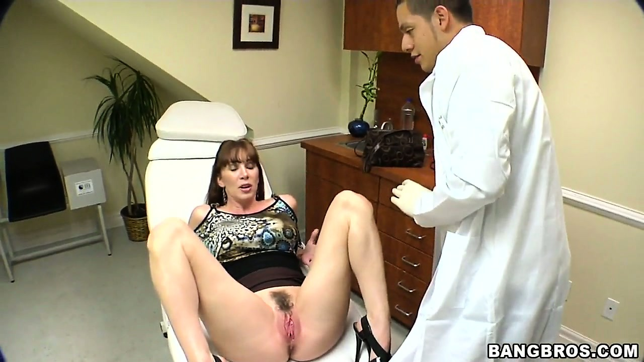 Dr treats horny pussy with a shave and hard cock - 2 7